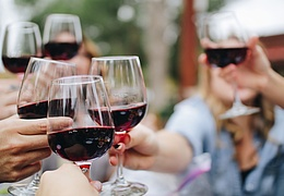 Live wine tasting with barefoot winemaker writer