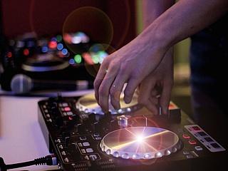 DJ-Circleshow im Sankt Peter Cafe