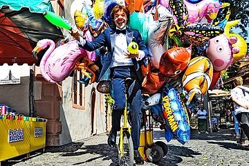 'KLEIDER MACHEN LEUTE' - Der Clown im Smoking