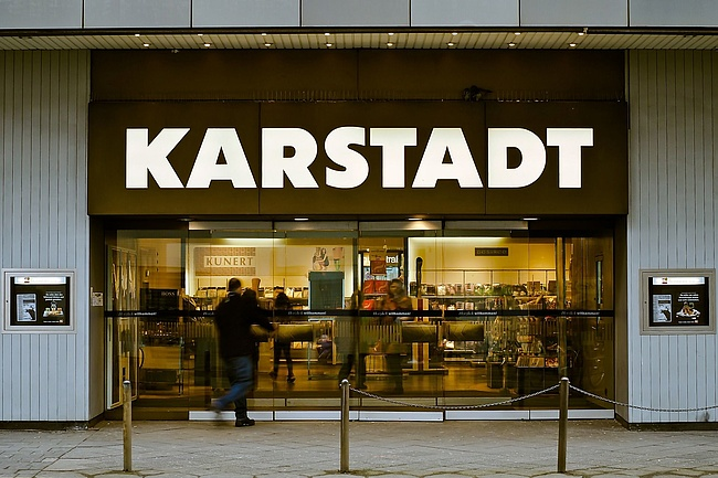 ><p>Karstadt auf der Zeil does not have to close