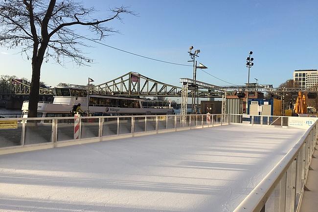 Ice rink on Frankfurt's Main bank opened