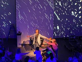 Nicolai Friedrich enchants with 'close up magic' in Frankfurt