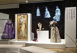 Kleider in Bewegung – Frauenmode seit 1850