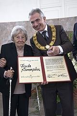 Trude Simonsohn zur ersten Ehrenbürgerin Frankfurts ernannt