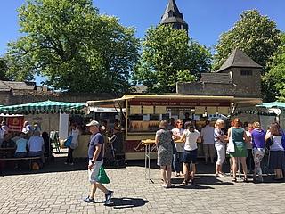 Stadtrat Markus Frank eröffnete neuen Wochenmarkt an der Friedberger Warte