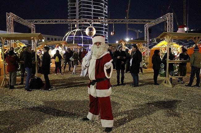 Europa-Weihnachtsmarkt auf dem Dach des Skyline Plaza geht in die zweite Runde