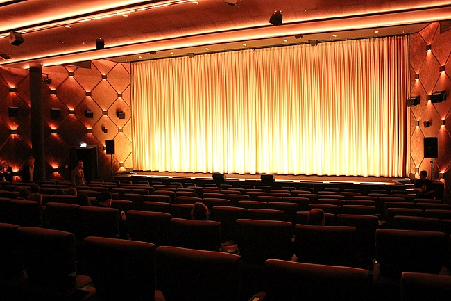 <curtain up for the ASTOR Film Lounge in MyZeil