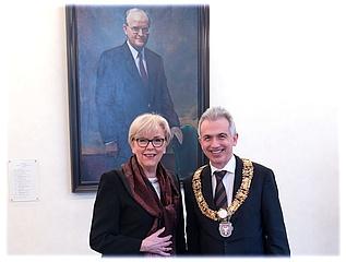 Portrait of former Lord Mayor Wolfram Brück revealed in Roman