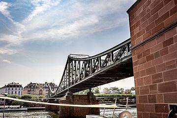 Der Eiserne Steg – ein Frankfurter Wahrzeichen feiert Geburtstag