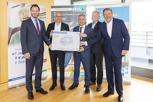 Verkauf für Seniorenticket startet – Neues 1-Euro-Ticket gilt in ganz Hessen