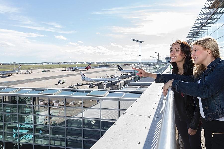 Besucherterrasse Flughafen Frankfurt Blick In Die Weite Welt