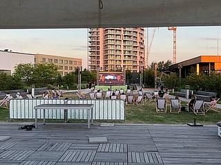 Das Skyline Plaza Summer Deck lädt zum Kino Open Air