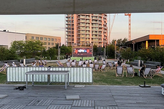 Das Skyline Plaza Summer Deck lädt zum Kino Open Air