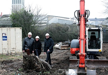 'Baggerbiss' marks the start of construction work on the new penguin facility at Frankfurt Zoo