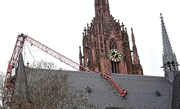 Storm damages the freshly renovated roof of Frankfurt Cathedral