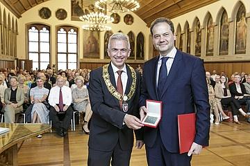 Museumsdirektor Max Hollein mit Goetheplakette der Stadt Frankfurt ausgezeichnet