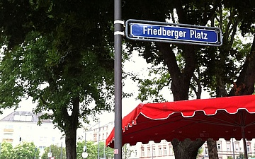 Because of violations of the distance regulations: Friedberger Platz will be closed