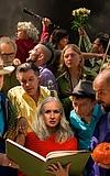 17 Hippies: Tanzende Intimität mit historischem Tiefgang