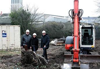 'Baggerbiss' markiert den Start der Bauarbeiten zur neuen Pinguin-Anlage im Frankfurter Zoo