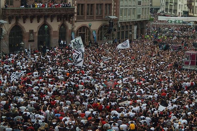 Eintracht Frankfurt feiert DFB-Pokal auf dem Römerberg