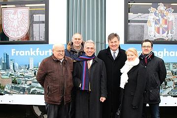 Oberbürgermeister Peter Feldmann und Lord Mayor Carl Rice nehmen Frankfurt-Birmingham Bahn in Betrieb