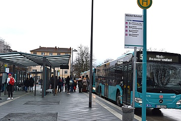 Bahnhof Höchst: Umgestaltung geht voran - Busbahnhof in Betrieb genommen