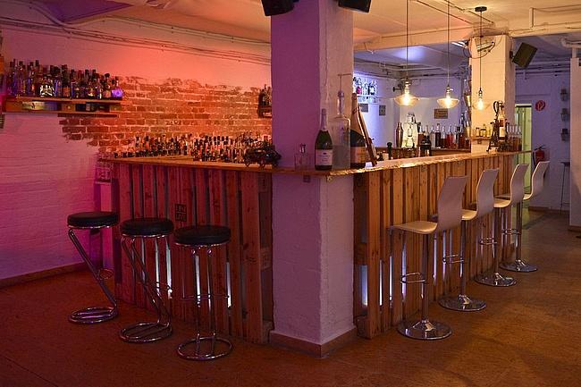 Cocktailgenuss mit Loft-Ambiente in der IN-LIVE Cocktailschule