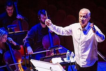Sängerin aus Mainz gewinnt Gesangswettbewerb von James Newton Howard