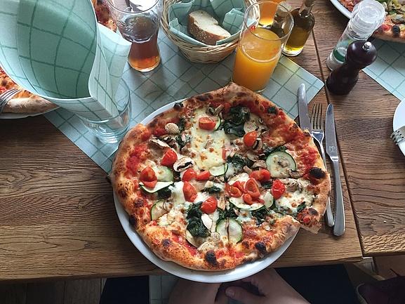 pizza in frankfurt top tipps. Black Bedroom Furniture Sets. Home Design Ideas