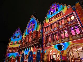 Der Römer in neuem Licht: Lyon schenkt Frankfurt eine Lichtinstallation