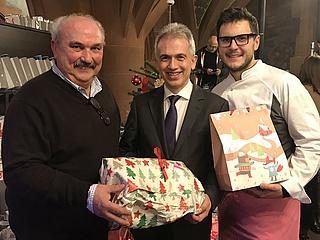 Geschenkaktion auf dem Frankfurter Weihnachtsmarkt