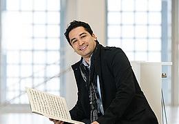 Andrés Orozco-Estrada beleuchtet und präsentiert