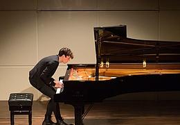 Francesco Tristano, Klavier