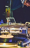 Knietief in Beats - 17 Jahre!