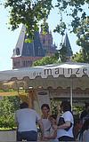 Weinprobierstand am Fischtorplatz