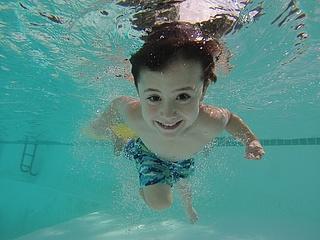 Magistrat der Stadt Frankfurt beschließt kostenfreie Schwimmbadbesuche für Kinder
