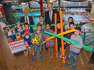 Es ist amtlich - Kinder bis 14 Jahre können ab sofort in Frankfurt kostenfrei ins Schwimmbad