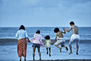 Shoplifters - Family ties