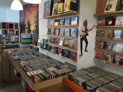 A must for music lovers - No2 Records in Sachsenhausen